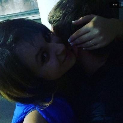 Парень и девушка обнимаются, лица не видно   картинки (3)