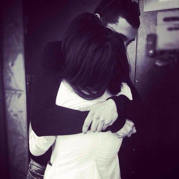 Парень и девушка обнимаются, лица не видно   картинки (9)
