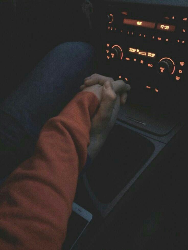 Парень с девушкой без лица в машине   сборка фото (1)