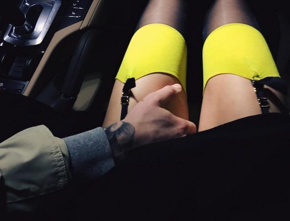 Парень с девушкой без лица в машине   сборка фото (5)