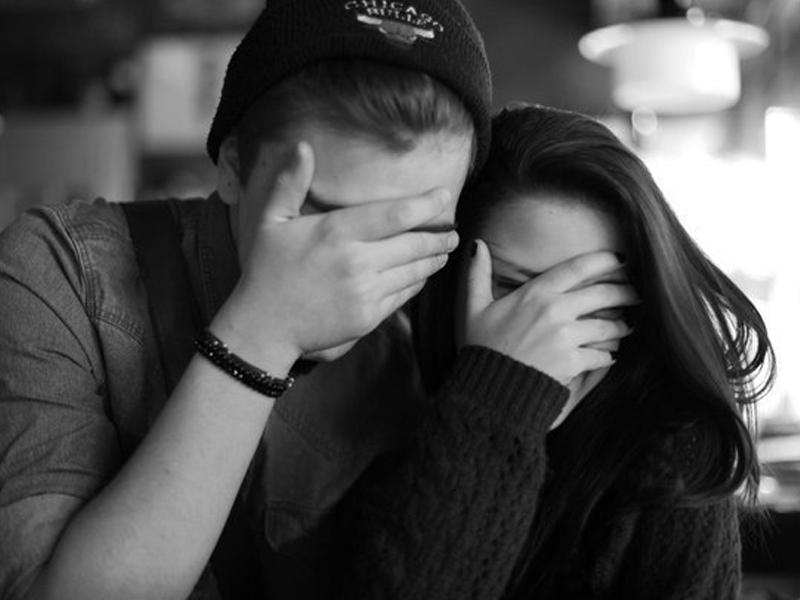 Селфи фото парня и девушки, которые обнимаются без лица (12)