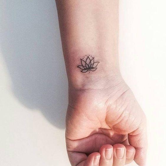 Татуировки на запястье для девушек   красивые (21 картинка) (10)