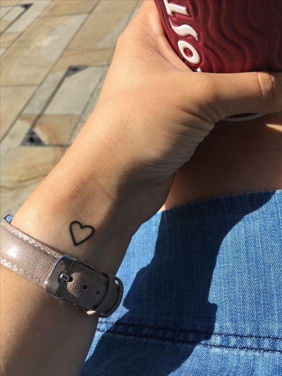 Татуировки на запястье для девушек   красивые (21 картинка) (13)