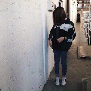 Фото в Инстаграм для девушек без лица   подборка 20 картинок (13)