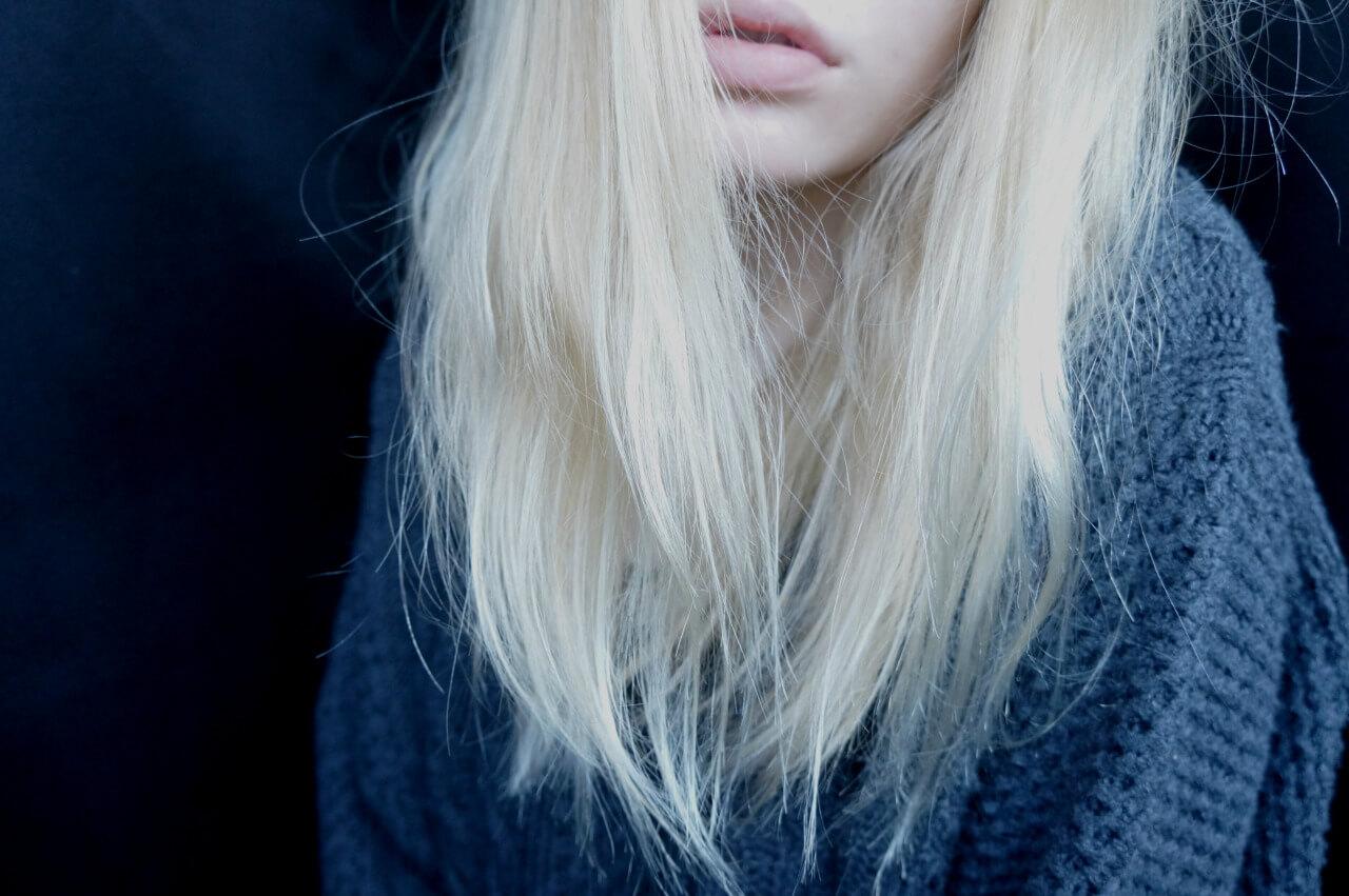 Девушки со светлыми волосами без лица на аву