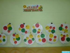 Большие и маленькие яблоки на тарелке картинки029