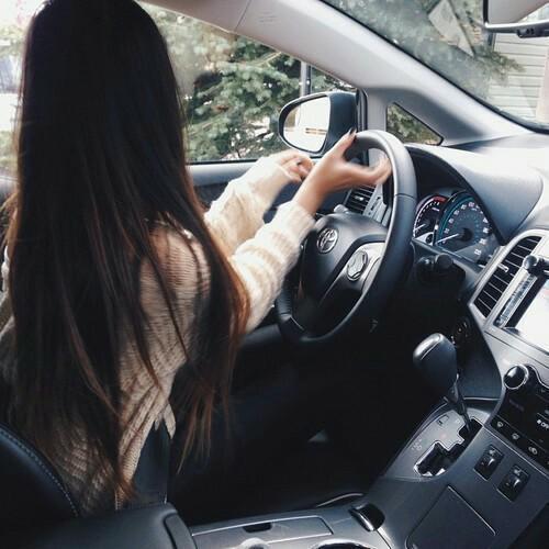Брюнетка в машине без лица на аву   подборка (12)