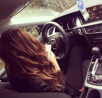 Брюнетка в машине без лица на аву   подборка (15)