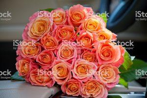 Букет роз в машине на сиденье фото   сборка (6)