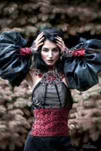 Девушка в лесу в платье   красивые фото 023