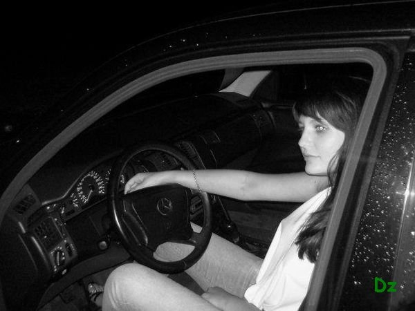 Девушка за рулем со спины   фото 004