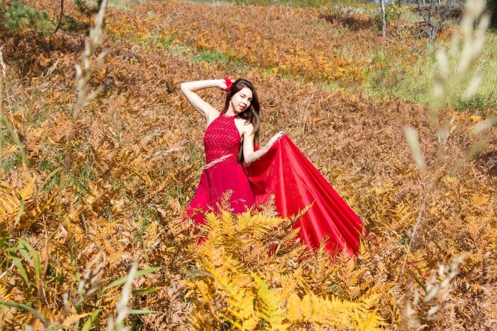 Девушка из листьев в платье   фото 020