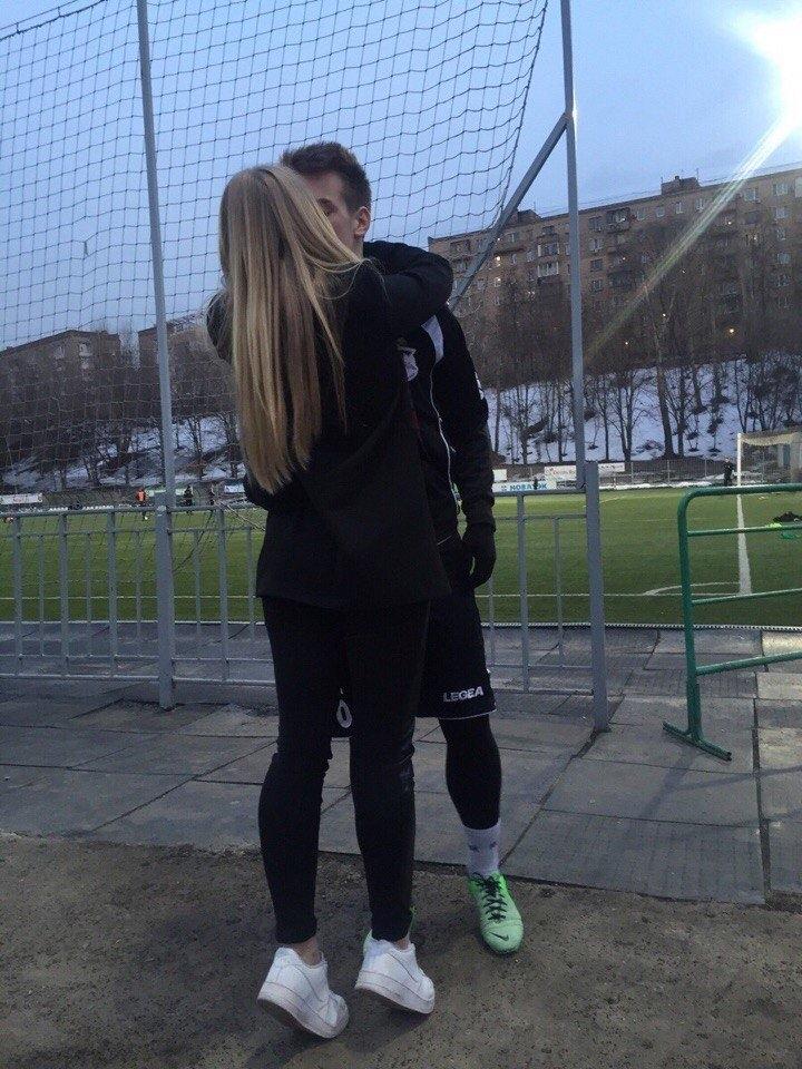 Девушка и парень со спины на аву (19)