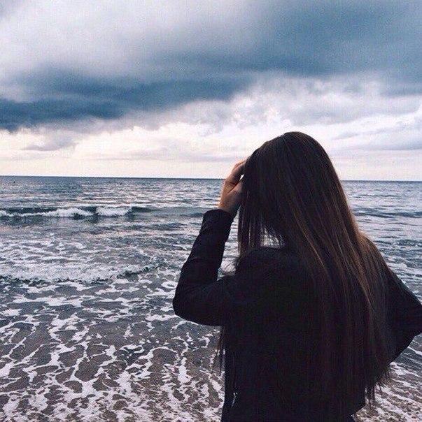 Девушка сзади с цветами   красивые фото 009