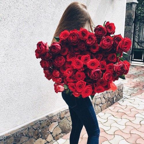 Девушка сзади с цветами   красивые фото 011