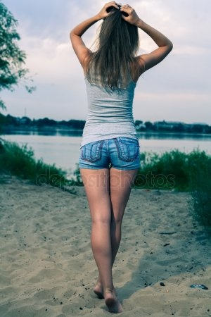 Девушка сзади с цветами   красивые фото 013