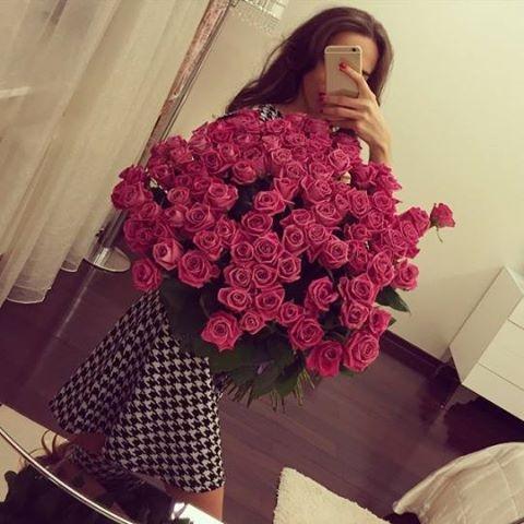 Девушка сзади с цветами   красивые фото 023