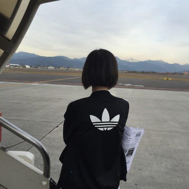 Девушка сзади с черными волосами   фото 007
