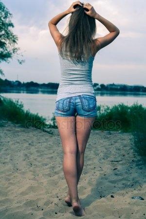 Девушка сзади с черными волосами   фото 012