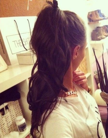 Девушка сзади с черными волосами   фото 020