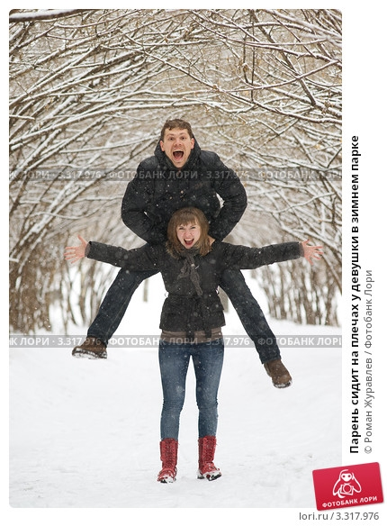Девушка сидит на плечах у парня   фото (2)