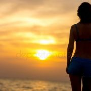 Девушка со спины вечером   крутые фото 022