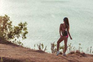 Девушка с черными длинными волосами со спины   фото (15)