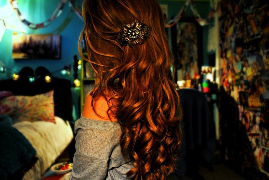 фотография красивой девушки рыжей со спины педафил