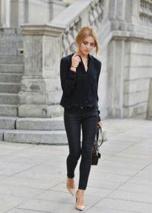 Женщины в обтягивающих штанах на каблуках   фото (17)