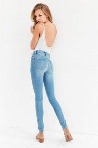 Женщины в обтягивающих штанах на каблуках   фото (21)
