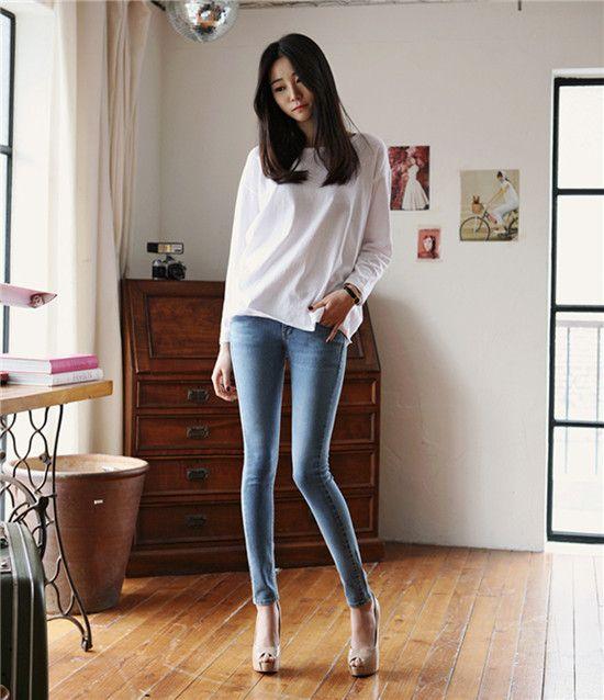 Женщины в обтягивающих штанах на каблуках   фото (8)