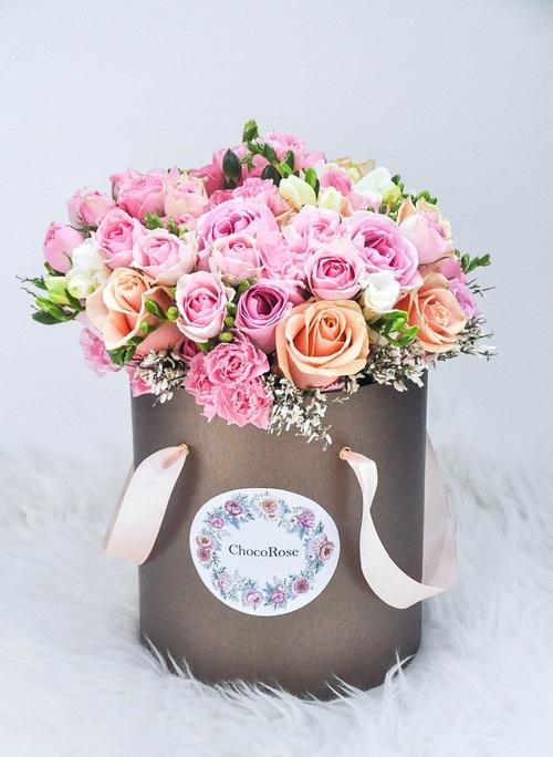 Живые цветы в коробке фото красивые (26)