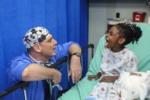 Картинка пациент и доктор для детей 013