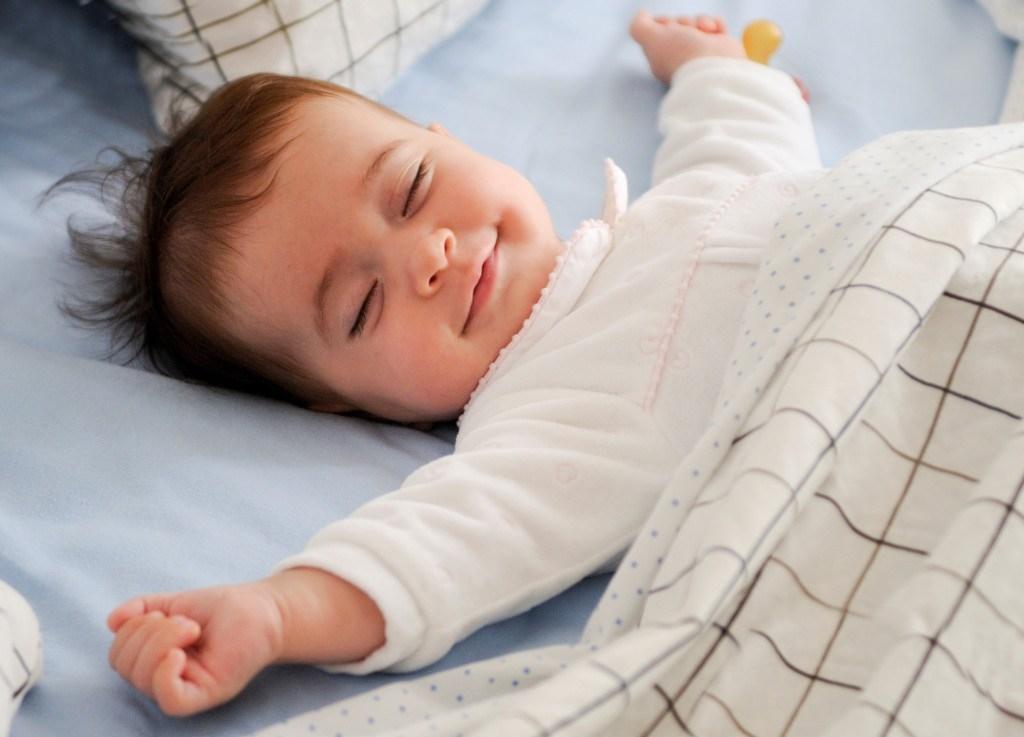 Картинка ребенок спит для детей 011