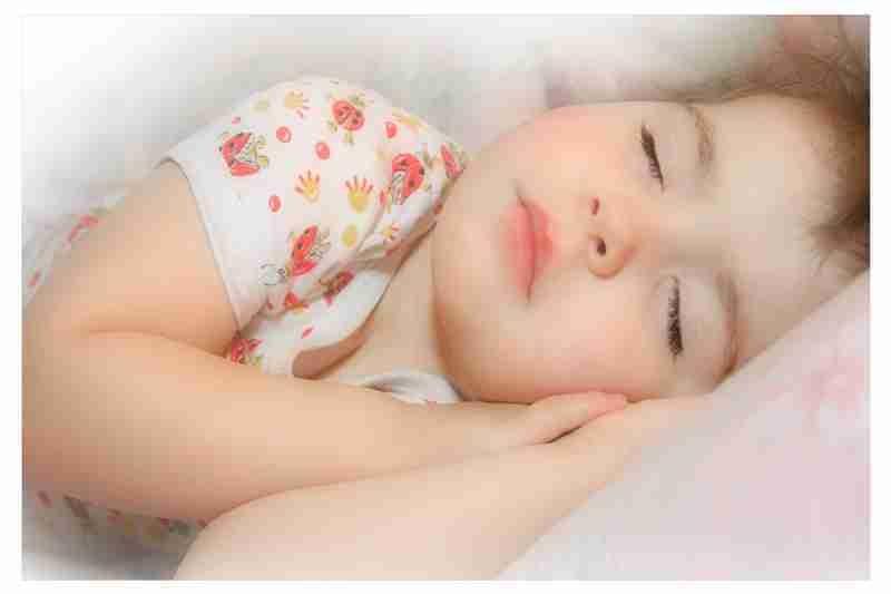 Картинка ребенок спит для детей 019