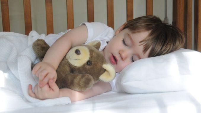 Картинка ребенок спит для детей 021