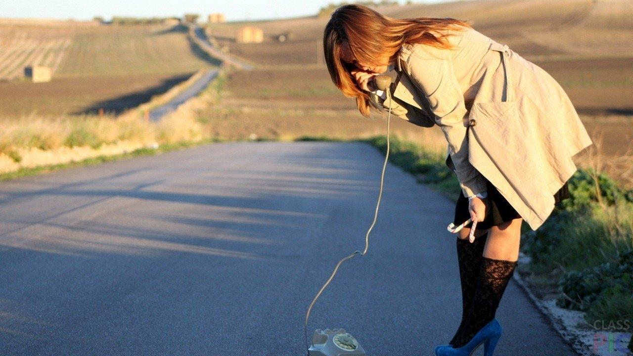Картинки девушка с телефоном в руках   подборка (14)
