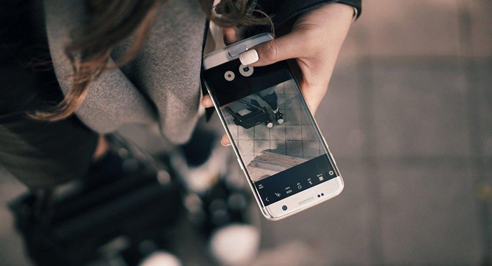 Картинки девушка с телефоном в руках   подборка (3)