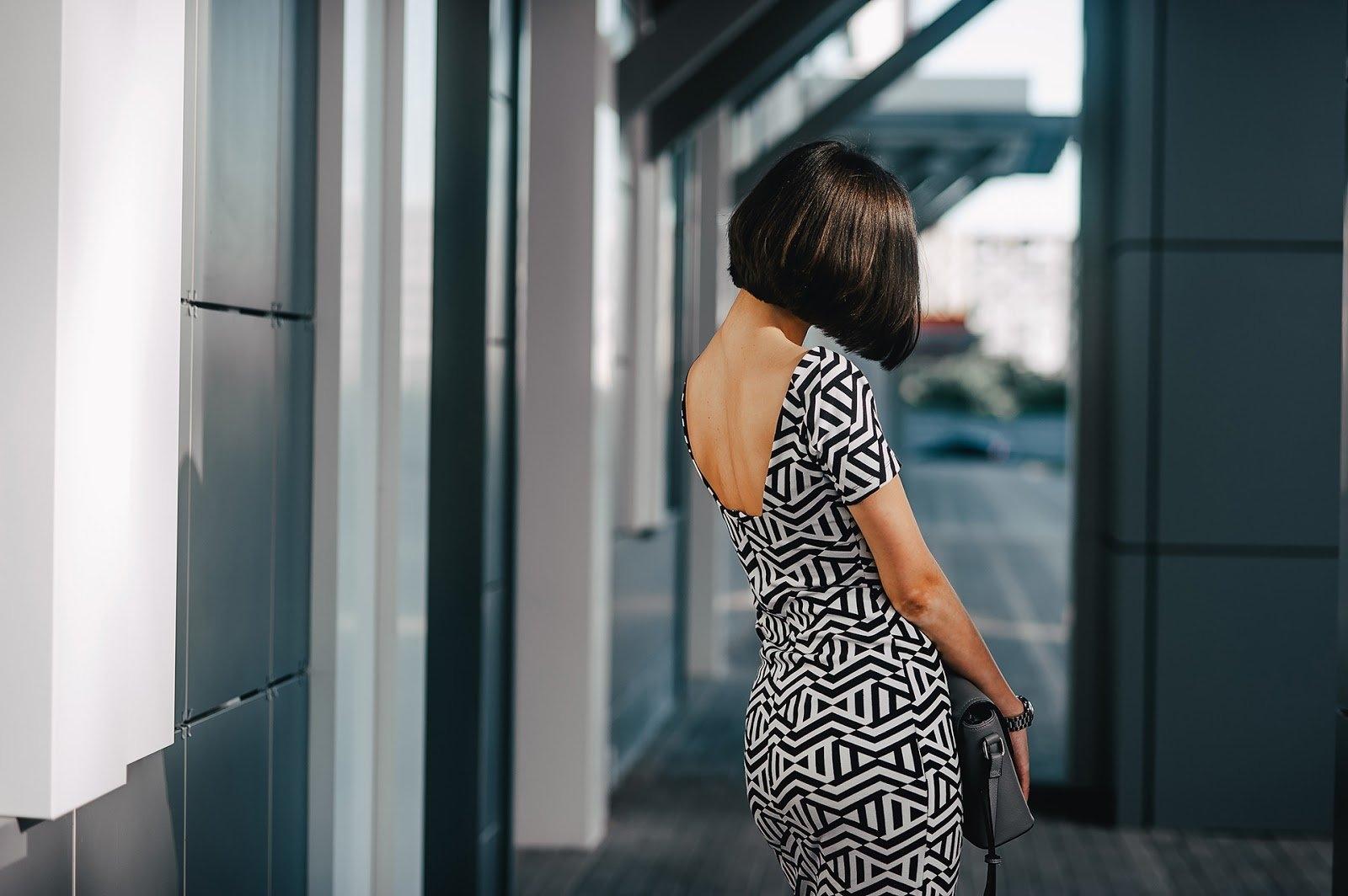 Картинки девушка с телефоном в руках   подборка (8)