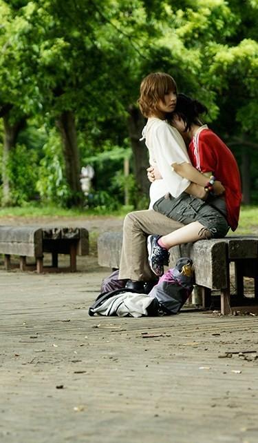 Картинки девушка у парня на коленях сидит   подборка (1)