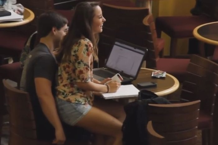 Картинки девушка у парня на коленях сидит   подборка (15)
