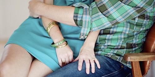 Картинки девушка у парня на коленях сидит   подборка (21)