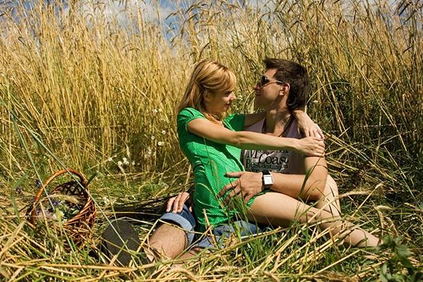 Картинки девушка у парня на коленях сидит   подборка (6)