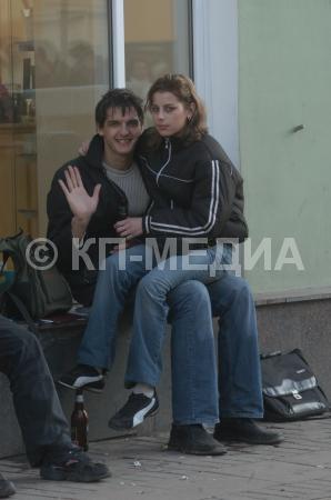 Картинки девушка у парня на коленях сидит   подборка (8)