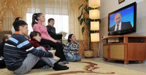 Картинки мальчик смотрит телевизор   подборка 025