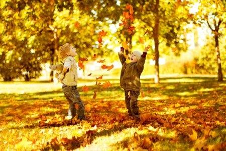 Картинки с детьми про осень 002