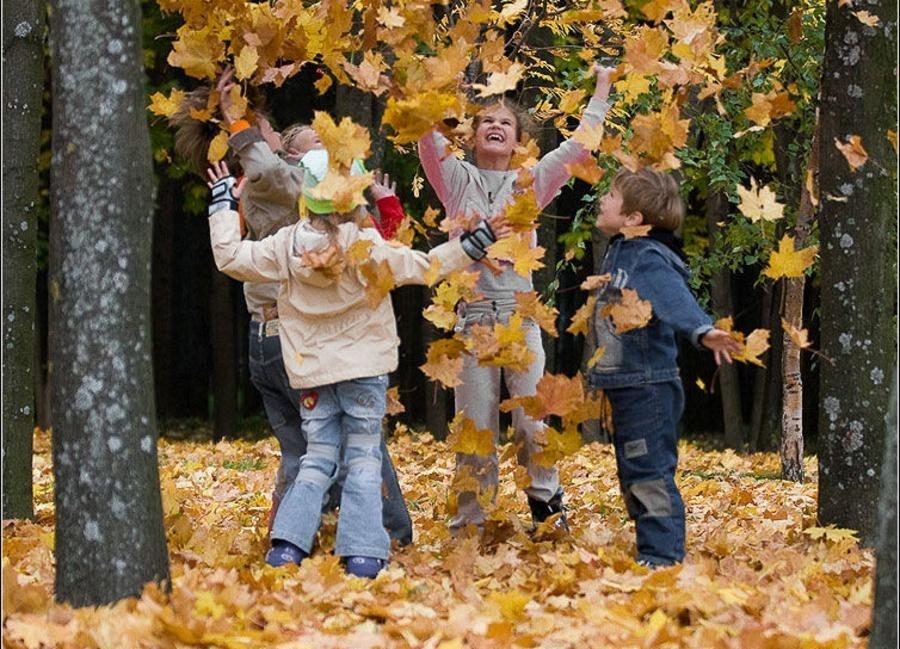 Картинки с детьми про осень 018