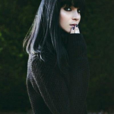 Красивые девушки с черными волосами и с челкой   фото (1)