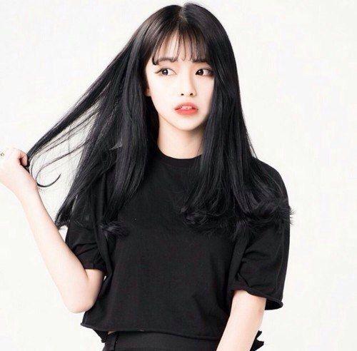 Красивые девушки с черными волосами и с челкой   фото (12)