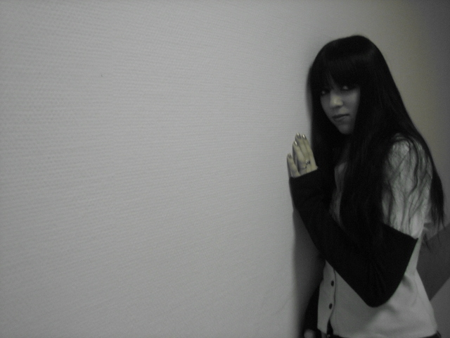 Красивые девушки с черными волосами и с челкой   фото (21)